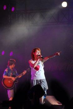 「恋のスーパーボール」は、歌詞を「♪夜中に腕がアロハの匂い」とアレンジして歌った。