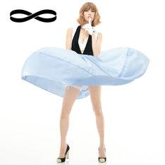 hitomi「∞(メビウス)」ジャケット。マリリン・モンローを彷彿とさせるセクシーなhitomiがカバーを飾る。