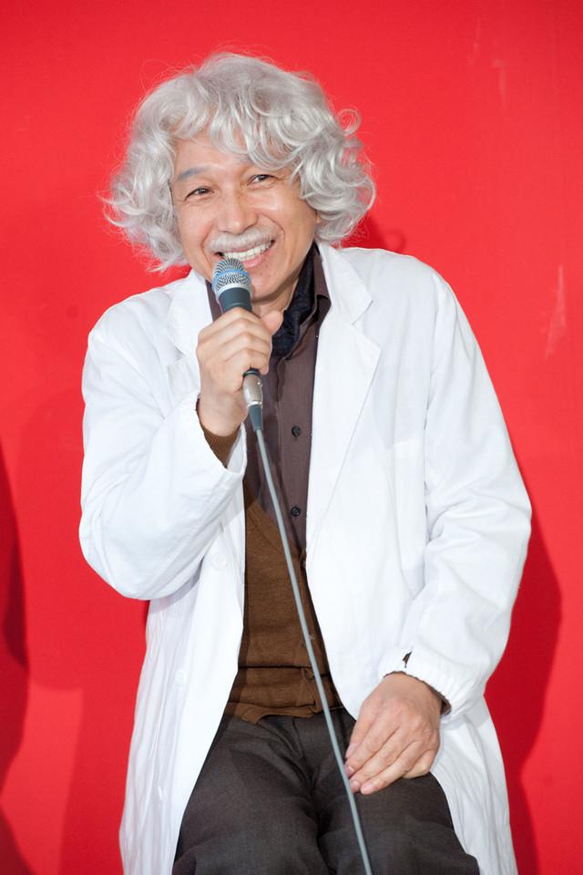 小日向文世が演じるのは認知神経学教授・古藤万之介。悪夢ちゃんの祖父で、GACKT演じる志岐貴にとって憧れの存在。