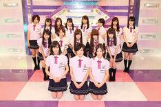 「制服のマネキン」を歌唱する乃木坂46 4thシングル選抜メンバー。