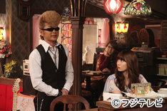 綾小路翔(写真左)と小嶋陽菜(右)