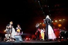 カオスな共演が繰り広げられたHALLOWEEN JUNKY ORCHESTRAのセッションの様子。(撮影:今元秀明、田中和子)