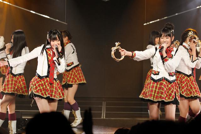 AKB48時代の盟友・指原莉乃(写真左)はこの日のために、多田の新キャッチコピー「博多・博多・博多・多田!!」を考案。 (C)AKS