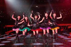 新曲「サラバ、愛しき悲しみたちよ」を初披露したももいろクローバーZ。(photo by hajime kamiiisaka)