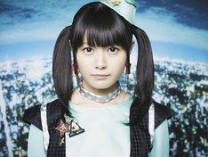 新曲「時空ツアーズ」に合わせた竹達彩奈の最新アーティスト写真。