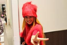 名古屋レッドカラーにアレンジしたメーテル風衣装でご機嫌のホノテル。