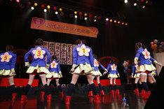第2部「エビ中文化祭」の模様。文化祭では新曲「梅」の衣装が初公開された。