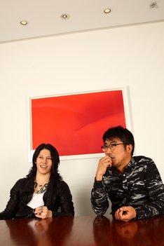 雅-MIYAVI-(左)と亀田誠治(右)。