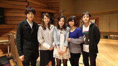 左から北川悠仁(ゆず)、平野綾、潘めぐみ、伊瀬茉莉也、岩沢厚治(ゆず)。