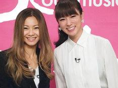 トーク収録後の倉木麻衣(写真左)と深田恭子(右)。