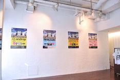 ポスターが展示された原宿BEAMS T店内の様子。