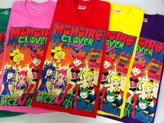 インパクトたっぷりのももいろクローバーZとおでんくんのコラボTシャツ。