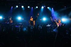 写真は12月24日のライブの模様。