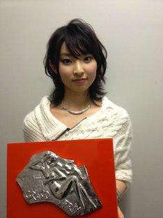 「第54回 輝く!日本レコード大賞」最優秀新人賞を受賞した家入レオ。