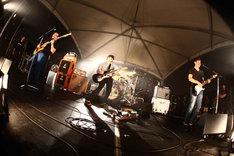写真は昨年の「KESEN ROCK FESTIVAL」よりthe band apartのライブの模様。