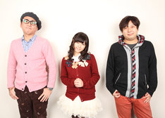 写真左から沖井礼二、竹達彩奈、小林俊太郎。