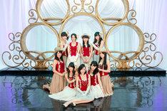 「それを青春と呼ぶ日」を歌唱するSKE48旅立ち卒業組メンバー。 (C)AKS