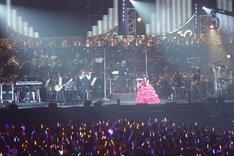 総勢188名がステージに上った圧巻の光景(撮影:上飯坂一)。