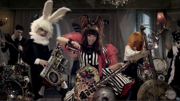 「きゃりーぱみゅぱみゅーじあむ」展示衣装例の「ファッションモンスター」ビデオクリップ使用衣装。