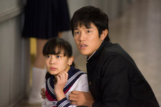 「HK / 変態仮面」の1シーン。 (C)2013「HENTAI KAMEN」製作委員会