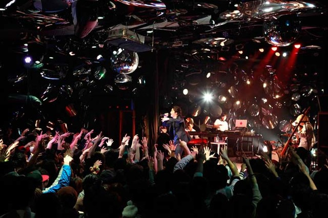 """「SPACE SHOWER TV """"LIVE with YOU""""」出演時のKREVA。"""