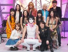 「新堂本兄弟」新レギュラーのTOKIE、宮本笑里、シシド・カフカ、YUKARIE(中列左から)、樽美酒研二(前列中央)。