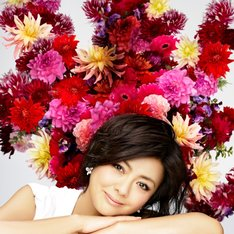 薬師丸ひろ子は2011年3月にベストアルバム「歌物語」をリリースしている。