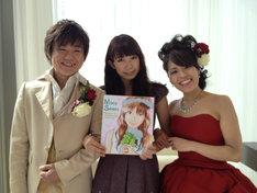 沢井美空(写真中央)と新郎新婦の記念写真。