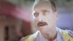 ピロカルピン「ロックスターと魔法のランプ」ビデオクリップのワンシーン。