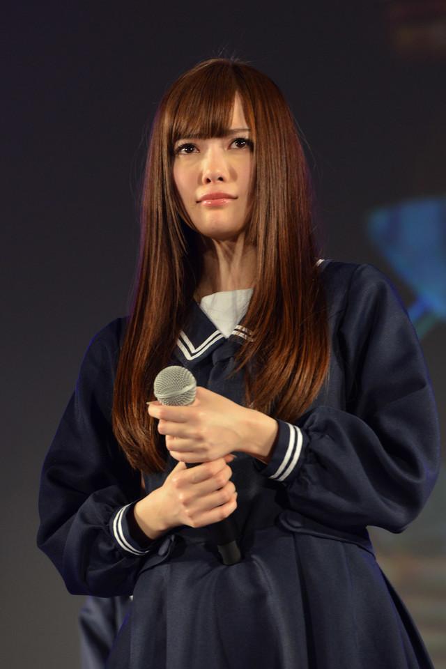 6thシングルで初めてセンターポジションに立つことになった白石麻衣。