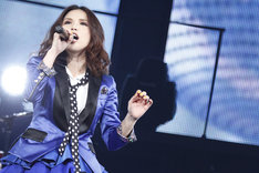 4月21日に行われた「Superfly 5th Anniversary Super Live GIVE ME TEN!!!!!」ツアーファイナルの様子。