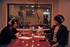 ロックにまつわるトークで盛り上がる光村龍哉(左)と田中和将(右)。