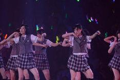 「絶滅黒髪少女」を披露するSKE48。 (C)AKS