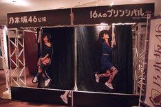 東京・赤坂ACTシアターのロビーに展示されているオブジェ。