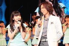 ファン投票1位を獲得し喜びを語る田辺奈菜美とつんく♂。