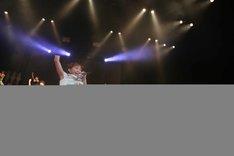 ℃-uteの「JUMP」を披露するハロプロ研修生。