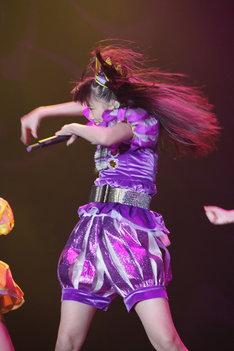 全力でパフォーマンスする高城れに。 (C)Ozzfest Japan