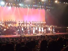 ラストに行われた全出演者揃ってのカーテンコール。