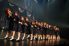 「16人のプリンシパル deux」ミニライブより、「おいでシャンプー」を披露する乃木坂46。