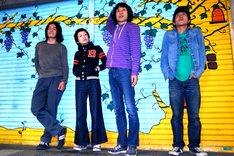 ズボンズ。左からムーストップ(B, Vo)、マッタイラ(Key, Vo, G)、ドン・マツオ(G, Vo)、ピット(Dr)。