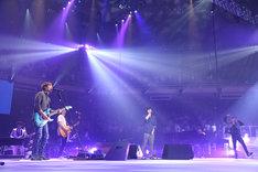 18日公演よりスピッツ+ハウスバンド「タイム・トラベル with 秦基博、KREVA」の模様。