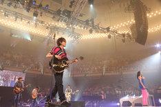 18日公演よりスピッツ+ハウスバンド「魔法のコトバ with スガシカオ、アンジェラ・アキ」の模様。
