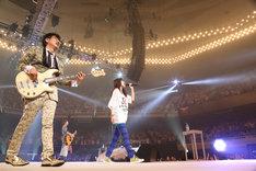 19日公演よりスピッツ+ハウスバンド「魔法のコトバ with いきものがかり+秦基博」の模様。