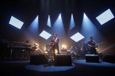 """5月19日に東京・NHKホールで行われた「フジファブリックHALL TOUR 2013 """"VOYAGER""""」の模様。(撮影:河本悠貴)"""