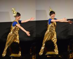 咲良菜緒のぎこちないロボットダンス。