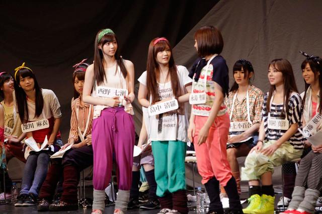 6月2日昼公演の「16人のプリンシパル deux」1幕より、西野七瀬、畠中清羅、永島聖羅(左から)。