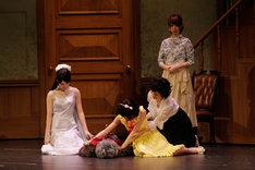 6月2日昼公演の「16人のプリンシパル deux」2幕の様子。