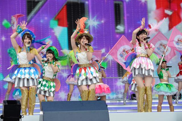 グループ全メンバーによる「AKBフェスティバル」の模様。(c)AKS