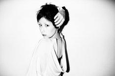 木村カエラの新たなアーティスト写真。