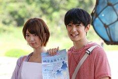 「SUMMER NUDE」撮影中の橋本奈々未、千葉雄大(左から)。 (c)フジテレビ